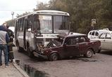 В Воронеже маршрутка на скорости врезалась в «семерку», водитель тяжело ранен