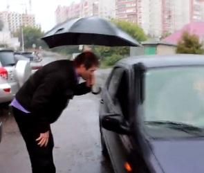 «Месть» водителя, пострадавшего от каблука разъяренной автоледи, попала на видео