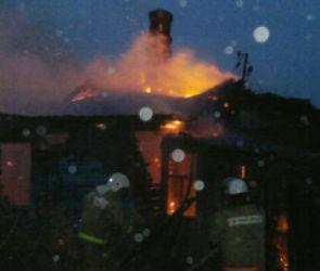 12 спасателей тушили пожар в центре Воронежа