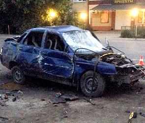 В Воронеже четверо пьяных на ВАЗе протаранили столб и врезались в машину