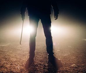 В Воронеже 18-летний вооруженный разбойник-рецидивист напал на продавца магазина