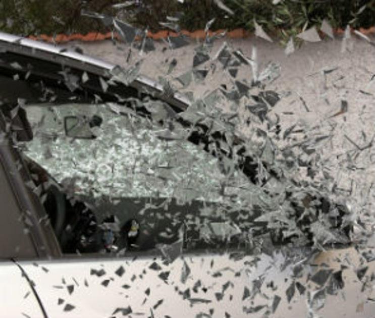 Пьяный дебошир из Воронежа разбил камнем лобовое стекло чужого автомобиля
