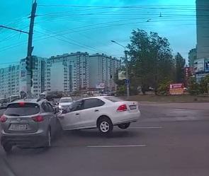 В Сети появилось видео массового ДТП на бульваре Победы в Воронеже