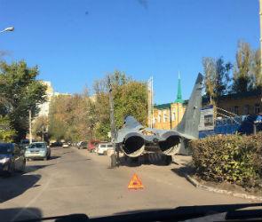 На улице Димитрова воронежцы сфотографировали «истребитель, попавший в ДТП»