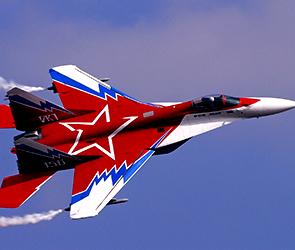 На аллее славы воронежской академии ВВС поставили взлетающий истребитель МиГ-29