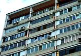 В Воронеже спасли мать и малыша, застрявших на балконе дома на улице Миронова