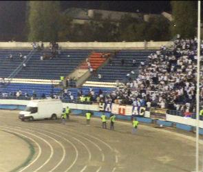 Матч «Факел» - «Динамо» приостановили из-за беспорядков на трибуне