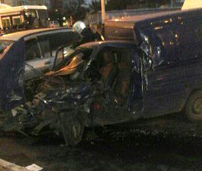 Крупное ДТП у моста ВОГРЭС в Воронеже: столкнулись 6 машин, ранены два человека