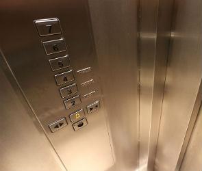 Реклама в лифтах - почему страдают жильцы