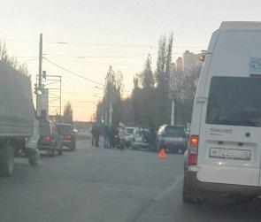 В Воронеже на улице Ростовской четыре машины попали в ДТП