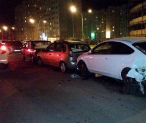 На Шишкова водитель «Тойоты» протаранил 13 машин под камерами видеонаблюдения