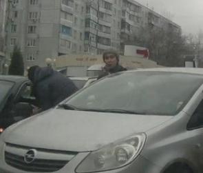 Воронежцы сняли на видео дорожные разборки у «Молодежного»