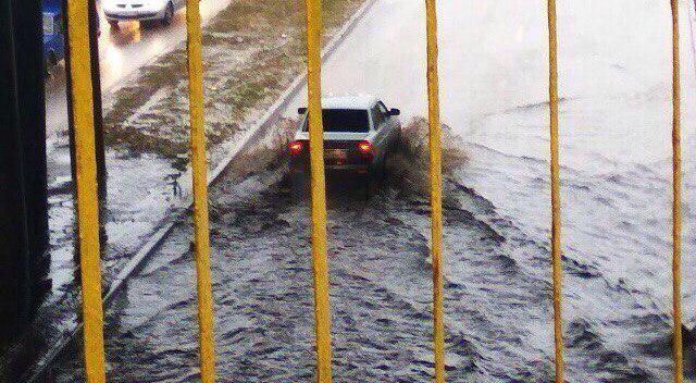 В Воронеже из-за дождя затопило квартиры, несколько улиц и дороги к школам