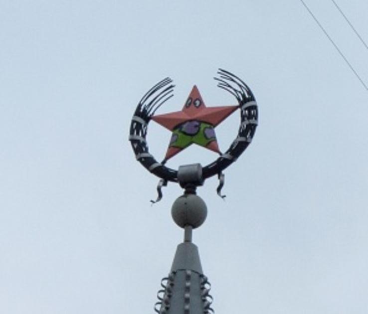 В 10 тыс рублей обойдется перекрашивание испорченной звезды на здании в Воронеже