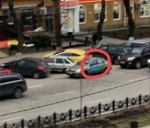 В центре Воронежа облили краской автомобили нарушителей