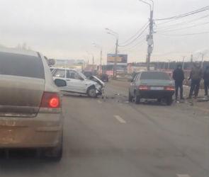 Опубликовано видео массовой аварии на улице Остужева