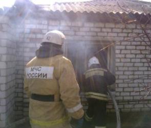 В Сомово пять пожарных расчетов тушили полыхающий коттедж