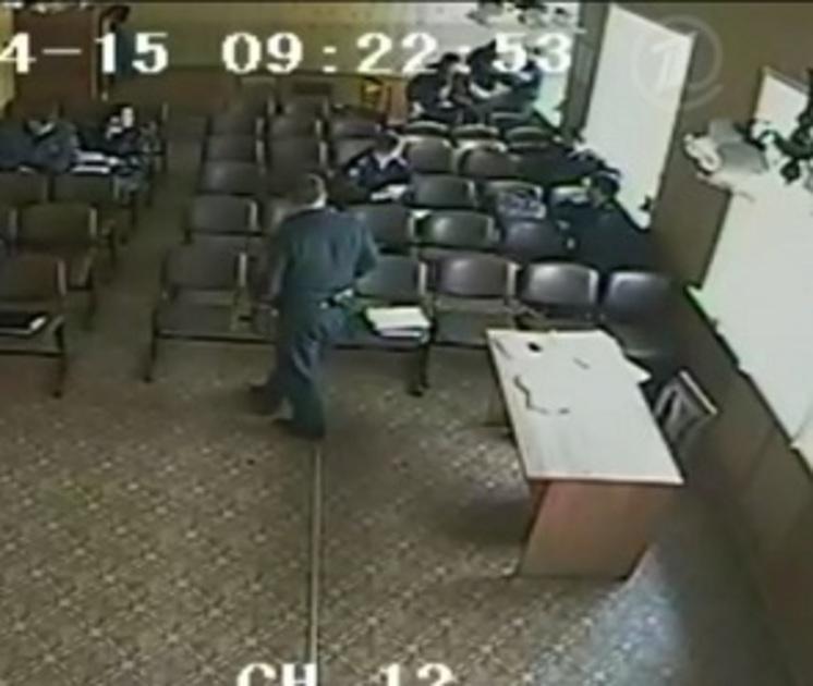 В МВД объяснили, за что получил медаль избивший подчиненного начальник