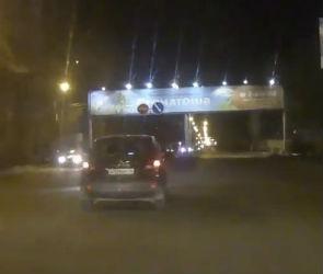 Полиция оштрафовала водителя, который снес знак на улице Шишкова