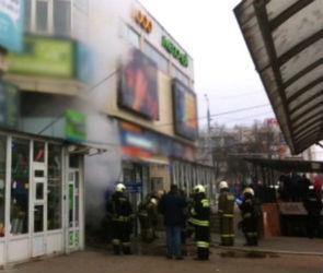 180 человек эвакуировали из здания горящего рынка в центре Воронежа