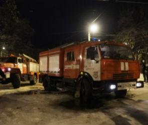 15 человек эвакуировали из горящей многоэтажки на улице Шишкова в Воронеже