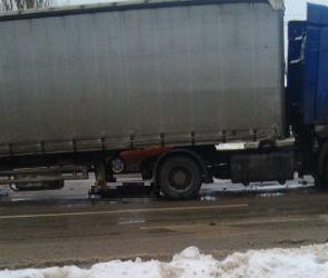 На улице Димитрова фура насмерть сбила женщину на пешеходном переходе