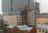 В «Галерее Чижова» демонтируют кран, опасно зависший над зданием музея