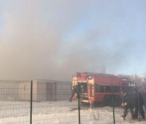 На улице Димитрова в Воронеже загорелись складские помещения