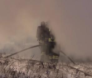 Спасатели опубликовали видеозапись тушения склада с каучуком на Димитрова