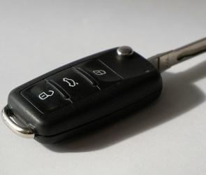 В Воронеже парень украл легковушку и продал ее на разборку