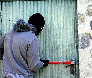 Воришку, ограбившего магазин под Воронежем, нашли по православному крестику