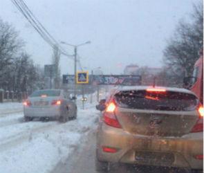 В понедельник утром из-за снегопада Воронеж встал в пробках