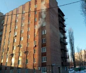 Спасатели эвакуировали 21 воронежца из-за пожара в 9-этажке на улице Хользунова