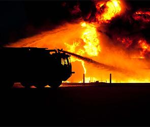 Известна причина пожара, уничтожившего склад стройматериалов под Воронежем