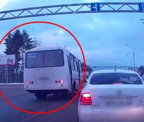 Воронежцы сняли на видео водителя маршрутки, двигающегося по встречной полосе
