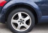 Воронежец порезал колеса на машине соседа за неправильную парковку