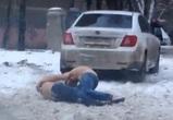 На видео попал пьяный дебош полуголых автомобилистов в Воронеже