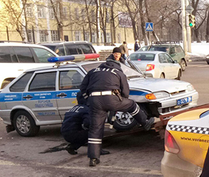 Появились фото и детали ДТП с такси и машиной ГИБДД на левом берегу Воронежа