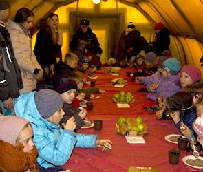 В канун Рождества спасатели угощали воронежцев вкуснейшей горячей кашей