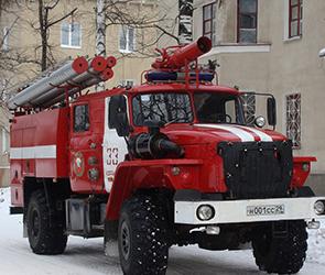Под Воронежем по неясным причинам сгорела иномарка, водитель госпитализирован