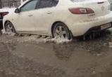 Из-за потопа на улице Космонавтов в лед вмерзли 10 машин