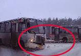 Воронежец снял на видео гонки двух ПАЗиков, чуть не закончившиеся крупным ДТП