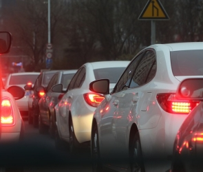 Снегопад спровоцировал в Воронеже вечерние пробки в восемь баллов