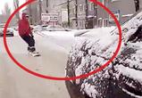 Появилось видео со сноубордистом, мчащимся по Воронежу на прицепе у машины