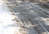 На улице Шишкова водитель внедорожника сбил девушку, стоявшую на обочине