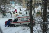 В Воронеже «скорая» не могла проехать к пациенту, застряв в сугробе