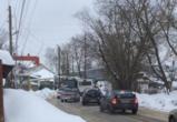 В Сомово из-за неубранной дороги не смогли разъехаться два 90-х автобуса