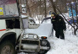 На Острогожской автобус протаранил «Ниву», есть пострадавшие