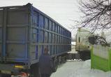 Под Воронежем фура два дня не может выбраться из сугроба