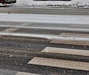 В Воронеже на нерегулируемом пешеходном переходе водитель иномарки сбил женщину